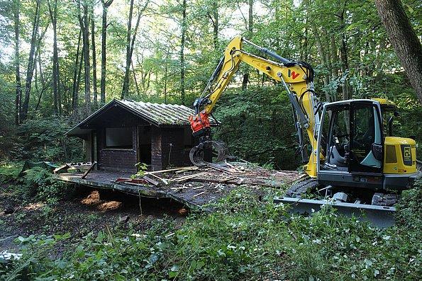 Abriss Hütte alte Fischteichanlage
